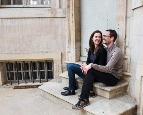 Séance photo en couple au centre-ville de Dijon – Clé &Cla